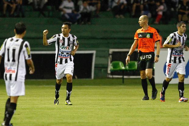 Sandro foi o autor do primeiro gol do Operário, próxima partida será na quarta-feira Foto: Geraldo Bubniak