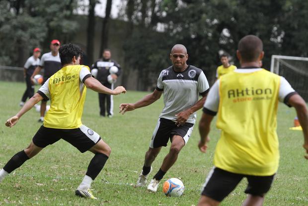 Ícaro deve retornar a jogar, o atleta não entra em campo desde a partida contra o Londrina