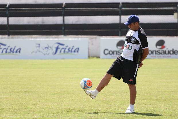 Paulo Foiani chegou ontem e assistiu ao treino do Fantasma o técnico começa as atividades na segunda-feira Foto: Rodrigo Covolan