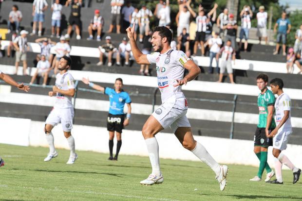 Vitor foi autor do gol da vitória do Operário em cima do Arapongas Foto: Fábio Matavelli